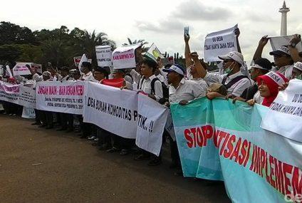 Demo Pendamping Dana Desa di depan Istana atas inisiatif PDIP